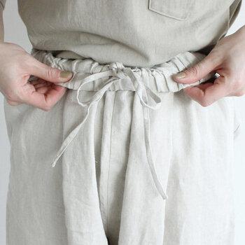楽ちん、キレイ。毎日履きたい「ウエストゴム」の上品パンツコーデ
