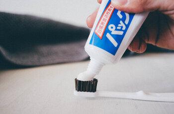 刺激が少なく子どもでも安心して使え、一般的な歯磨き粉と比較すると、発泡も少ないので長く磨くことができるのも嬉しい特徴です。