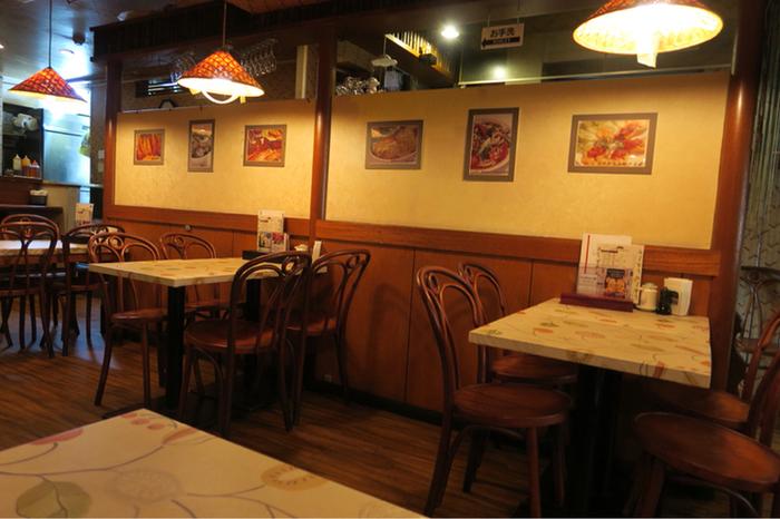 1988年創業の「サイゴン・レストラン」は池袋の老舗ベトナム料理店です。2016・2017年にはミシュラン東京に掲載された名店なんですよ。落ち着いた雰囲気の店内はゆったりとしていて、どこかノスタルジック。現地の味を活かしつつ、日本人の口に合うようにアレンジされたベトナム料理が人気です。