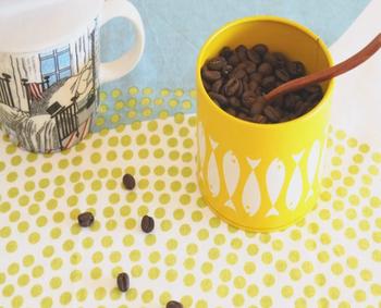 コーヒー豆やティーバック、個包装のお菓子などを入れて置いておけば、毎日のおやつタイムがより楽しみになりそうです。  まとめておきたい小物をしまっておく収納としてもぴったりです。色々な使い道があるので、1つ持っておくと便利ですよ。