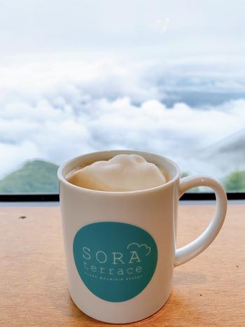 雲海マシュマロをトッピングしたコーヒーなど、メニューには雲海や空をモチーフにしたものがいろいろ。雲の上にいる楽しさをより実感できそうですね。