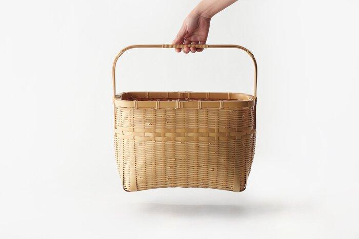 福岡県八女市の竹細工職人、長岡由記さんの手がける竹素材の買い物籠。細部の細部まで作りこまれた繊細な籠は、永く愛用することで経年変化も楽しめます。ピクニックや普段のお買い物などで、持っているだけでも幸せな気持ちになれるアイテムです*