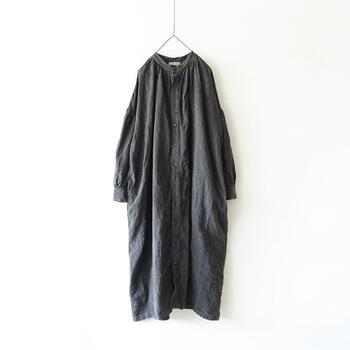 白ワンピ&黒ワンピの脱・定番コーデ!丈や袖・上手に着るコツは?