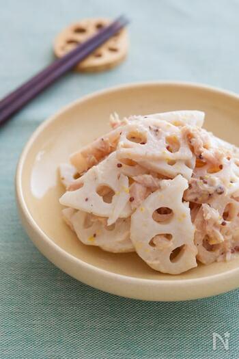 ハニーマスタードを使用して、れんこんを洋風にアレンジした副菜のレシピ。ツナ缶を加えているため、子どもも美味しくいただいてくれそうです。食材はれんこんだけなのに、存在感のある副菜が完成します。