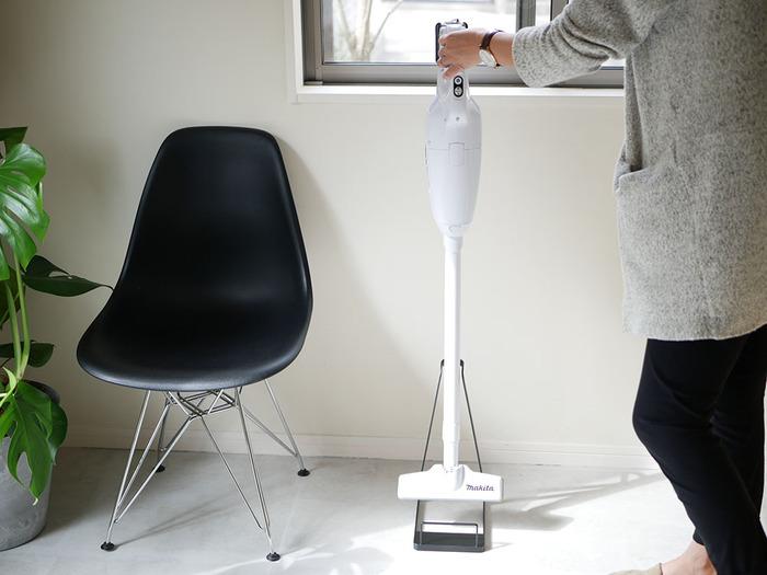 見せる?隠す?スマートな「掃除機収納」のアイデア&おすすめアイテム
