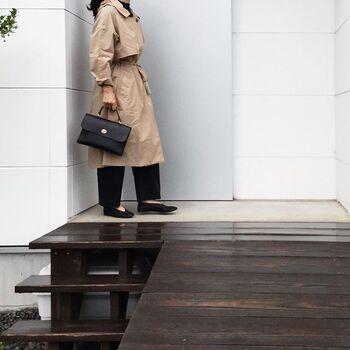 かもめさんは、雨の日も黒×ベージュでシックに。フードの取り外しもできるベージュのガウントレンチレインコートといつものアイテムを合わせてシックに。お気に入りの雨の日コーデがあれば、雨も待ち遠しくなりそうです。