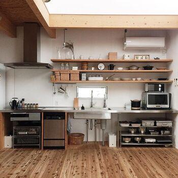 かもめさんがお家の中で一番好きな「キッチン」は、木×ステンレスのインテリアがスタイリッシュな雰囲気です。こんなにおしゃれなキッチンなら、毎日お料理をするのが楽しくなりそうですね。