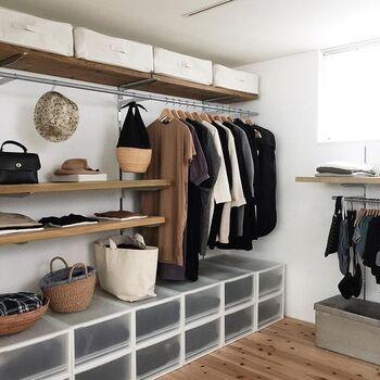 いつもすっきり片付いているかもめさんのお家。洋服や小物が美しく収納されているクローゼットも、お店のようなお洒落な雰囲気です。無印良品の収納アイテムを使って綺麗に整理されているので、洋服を着る時もしまう時も使いやすそうですね。