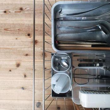 IH下の引き出しの中には、細々したキッチンアイテムがとても綺麗に整理されています。無印良品の収納アイテムを上手に組み合わせて、とても使い勝手がよさそうですね。こんなに美しく整理・整頓された引き出しなら、毎回開けるのが楽しくなりそう♪
