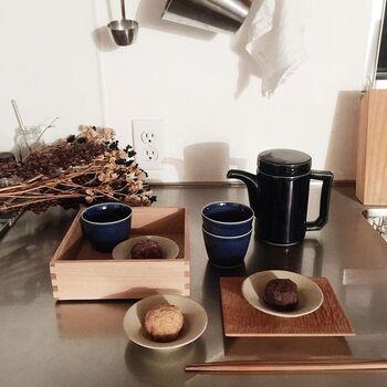 こちらは松屋漆器店の重箱×HASAMIのポットを組み合わせた、とってもおしゃれな和のコーディネート。重箱は単にお重としてだけではなく、こちらのようにカップと小皿を入れてトレーのように使うのも素敵ですね!さっそく真似したくなるコーディネート術です。