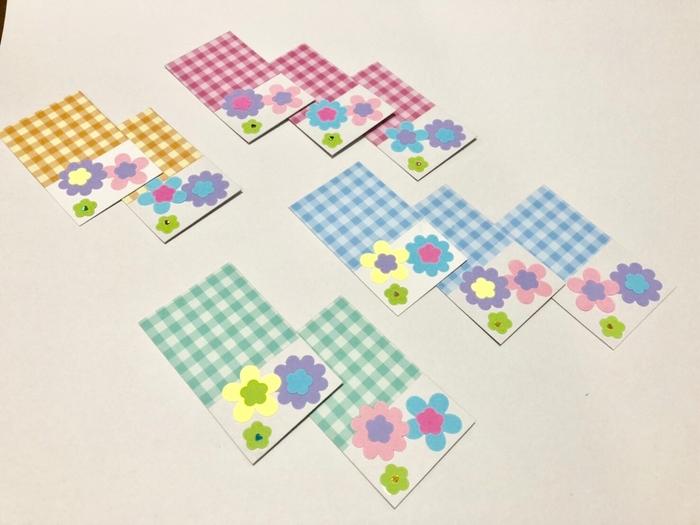 未就学児でも作れるクラフトパンチを使ったメッセージカードです。クラフトパンチで好きな色の紙を抜き、好きな台紙に貼り付けるだけで、かわいいメッセージカードが完成します。  クラフトパンチで紙を抜く作業が難しい場合は、保護者が代わりに抜いてあげても◎。ミンネ(minne)などのハンドメイドサイトでは、さまざまなクラフトパンチのパーツも販売しています。  まだ字が書けない小さな子どもなら、メッセージを書くエリアに手形を押しても素敵。子どもが自分の名前を書いたり、「いつもありがとう」とメッセージを入れてもいいですね。   ■クラフトパンチのメッセージカードの作り方■  1.クラフトパンチで紙を抜く 2.好きな台紙に、クラフトパンチで抜いた紙を貼る 3.メッセージを書く