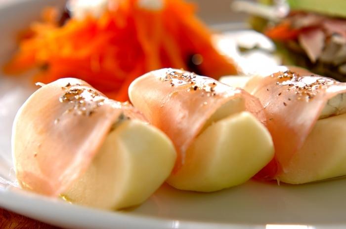 すでにご説明したように、洋梨とブルーチーズは相性抜群。洋梨にゴルゴンゾーラをのせ、生ハムで巻くだけで上質な前菜やおつまみになります。ホームパーティーのおしゃれなオードブルにもおすすめ。