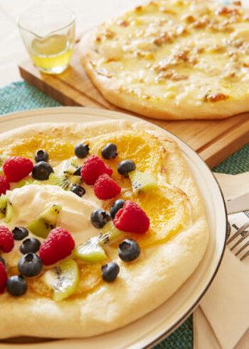 フルーツピザは、甘酸っぱさと塩気があって、さっぱりした白ワインやスパークリングワインなどにぴったり。こちらは、ブルーチーズのほかカマンベールやモッツァレラなどいろいろなチーズがミックスされた贅沢な味わいです。