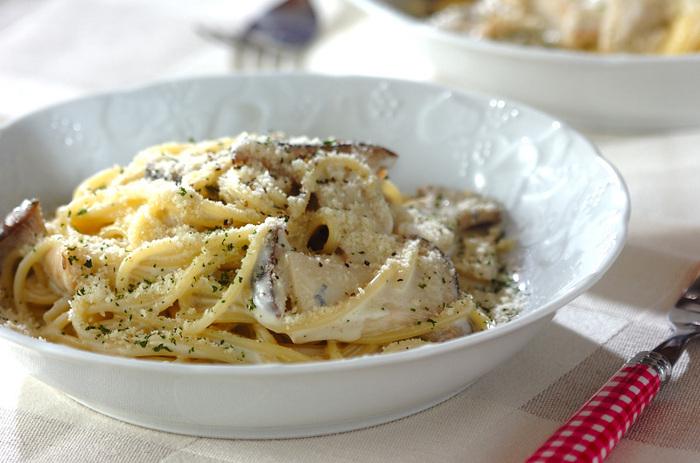 ブルーチーズやたっぷりの生クリームを使ったソースがパスタにからむ贅沢なひと皿。具材をあえて少なくしているので、ブルーチーズの風味が活きています。