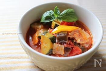 夏野菜のトマト煮込み!イタリアの家庭料理【カポナータ】レシピ集