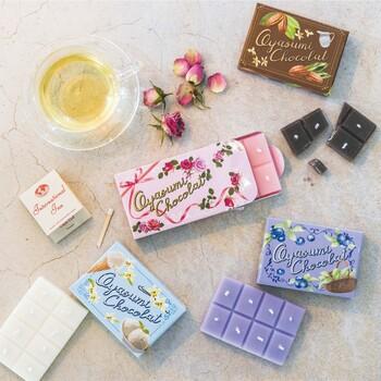 甘めの香りが好きな方におすすめなのがこちら。ミルクチョコレートやソルティバニラ、グリーンティーなどのスウィートな香りが、月に1回届きます。ぱきっと少量を割りながら使えるので、使い切りやすいのも魅力。気分に合わせていろいろな香りを楽しむことができます。