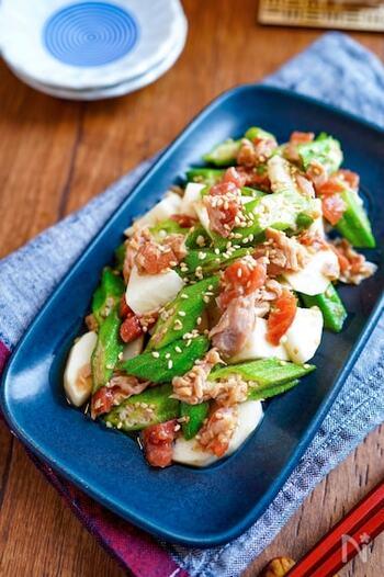 オクラ&長芋のダブルねばねば食材を、梅肉ソースで和えてさっぱりと味付け。ツナ缶を加えてコクと旨味をアップさせます。