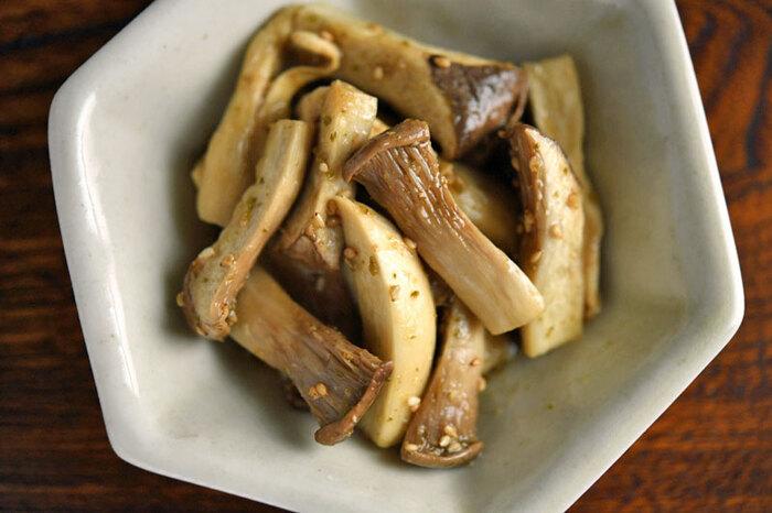 香りもよく辛さがクセニナル柚子胡椒。エリンギとの相性もバッチリで、作り方も、レンジで加熱し、下味を付けて少しおいたら、調味料を合わせて味をつけるだけ。2段階で調理すると味がよく染み込みよりおいしく仕上がります。