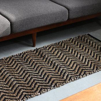 異素材ミックスなデザインは、シンプルながらもモダンな印象で空間をグッと格上げしてくれます。オリーブ・ネイビー・ブラックの3色展開で、サイズも5種類から選択可能です。