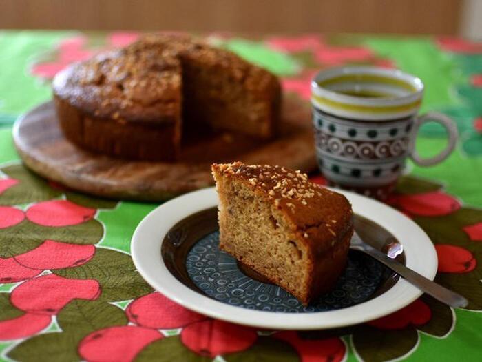 ホットケーキミックスを使って、手軽に作れレシピです。ジンジャーパウダーと、シナモンパウダー、カルダモンパウダーがたっぷり入っているので、ホットケーキの雰囲気は残りません。素朴で北欧らしいスパイス使いが際立っています。