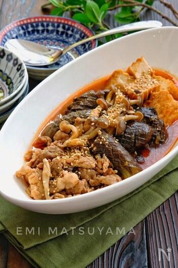 調味料一律大さじ1なので覚えやすく簡単!ピリ辛味でコクのある煮汁がなすに染み込んで絶品。絹揚げ、豚肉入りで食べ応えもバッチリです。