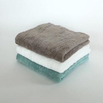 お風呂上がりの全身に使える60×120cmサイズのバスタオルは綿100%。ふわふわの手触りに心が和みます。