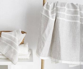 フィンランドを代表するテキスタイルメーカー「LAPUAN KANKURIT(ラプアン カンクリ)」のリネンのバスタオル。吸水性・速乾性抜群で、サラリとした使い心地。