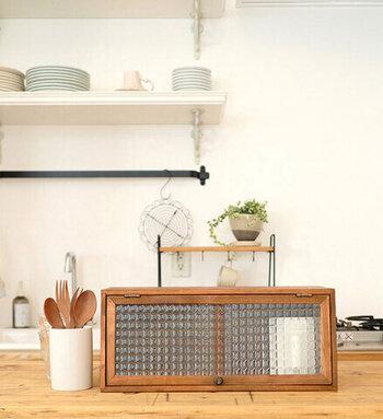キッチンインテリアもナチュラルテイストにまとめたいならこちらがおすすめ。カフェのようなインテリアが叶います。蓋つきなので、すっきりと片付けられます。