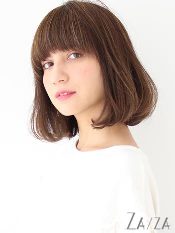 次の髪型候補に。「ワイドバング」で作る旬のぱっつん前髪スタイル