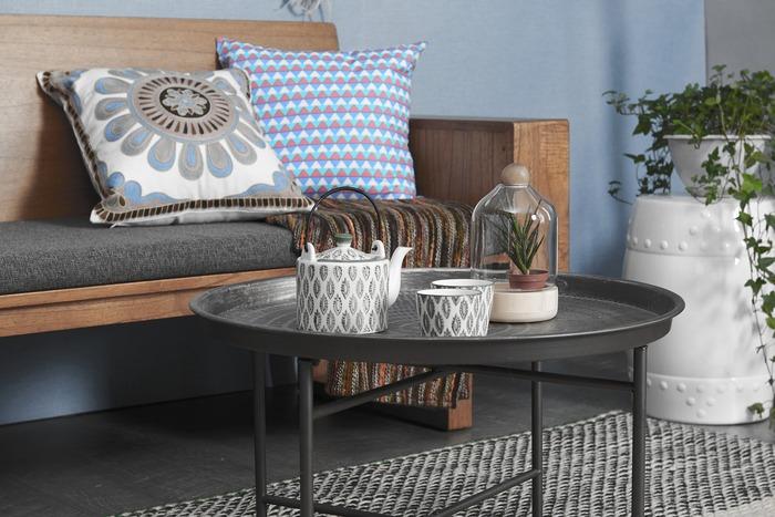 ナチュラルな印象の木枠ソファは、どんなインテリアにも馴染みやすいのも特徴の一つ。組み合わせのレザーやファブリックをシンプルなものにしておけば、大々的に模様替えをしたい時にもお部屋にすっと溶け込んでくれます。