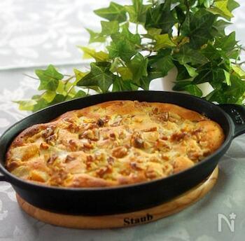 蒸した安納芋にアーモンド風味の卵液を注いで焼いたクラフティ。できたて熱々がおいしい、秋冬にぴったりのリッチなスイーツです。