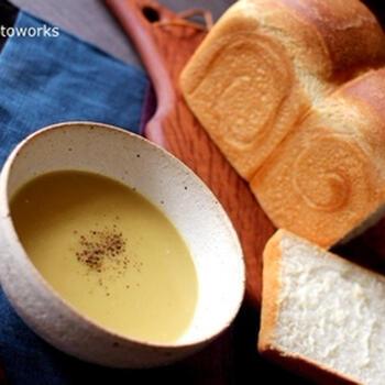なめらかな安納芋は、スープにも合います。味噌の塩気や黒こしょうのピリッとした刺激を加えることで、甘いだけでなくバランスの取れたおいしさに。ご飯にもパンにも合うスープです。