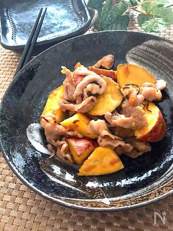 豚肉のうまみと安納芋の甘みがマッチ。梅干しと塩昆布を使うことで、味つけも要りません。簡単でおつまみにも合います。