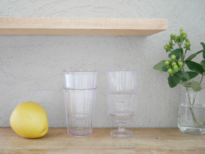 割れないグラスはスタッキングできるものがほとんどなので、たくさん持っていても収納場所が少なく済むところも魅力です。収納スペースが小さくてお困りの方は、割れないグラスを取り入れてみてはいかがでしょうか。