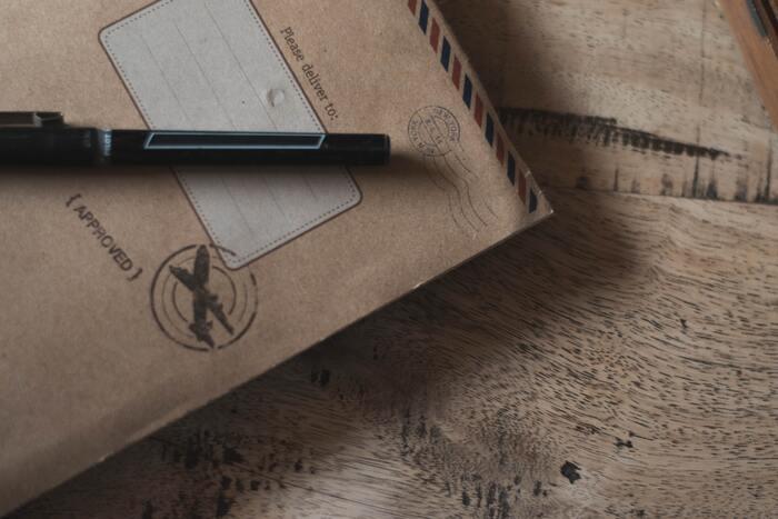 何気ない茶封筒やシンプルな便箋があれば、マステやシール、スタンプなどでデコレーションしてみては?世界にひとつのキュートな手紙に、貰った人はきっと笑顔が広がるはず。