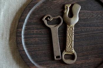 干支をモチーフにした南部鉄器の老舗が作った栓抜きです。南部鉄器らしい素朴で伝統を感じさせるデザインと風格が素敵です。