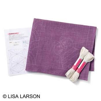 こちらはリサ・ラーソンの図柄の刺し子セット。必要なものがセットになっているから、材料を一からそろえる手間が省けます。