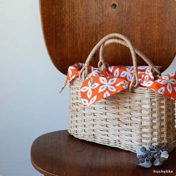 かごバッグのインナーバッグとしても使えます。バッグの中身の保護になりますし、ちらりと風呂敷の柄が見えてアクセントになります。