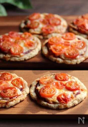 オートミールと米粉で作るピザは、お子様にもきっと喜ばれるヘルシーレシピ。トッピングはもちろんお好みでアレンジ可能です。
