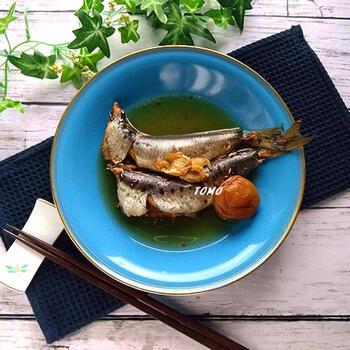 暑い季節にもぴったりの、梅干しの風味が爽やかなイワシの梅煮。圧力鍋で10分高圧で加熱するだけで、骨まで丸ごと食べやすくなり、カルシウムやDHAなどイワシの栄養素をたっぷり摂ることができます。