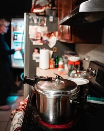 残暑が続く今だからこそ!簡単に煮込める『圧力鍋レシピ』15選