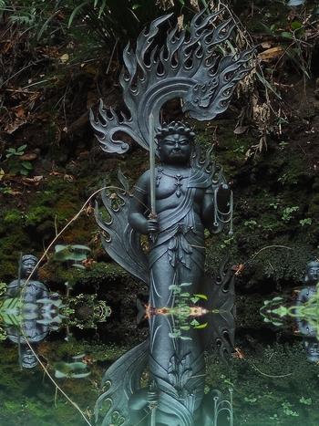 大日如来の化身ともいわれる不動明王も祀られていて、厳かな空気が漂います。