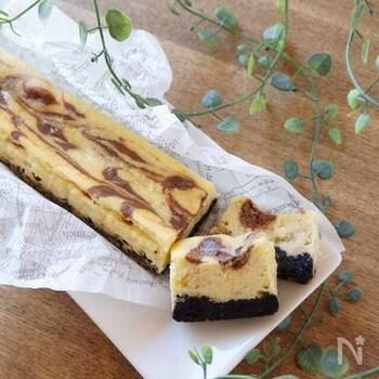 チーズケーキにバナナを加えるのは、未経験の方も多いのでは?底にはビターなオレオクッキーを敷き、生地の上にはチョコレートで模様を描けば見た目も綺麗!よく冷やして濃厚&なめらかな食感をお楽しみください。