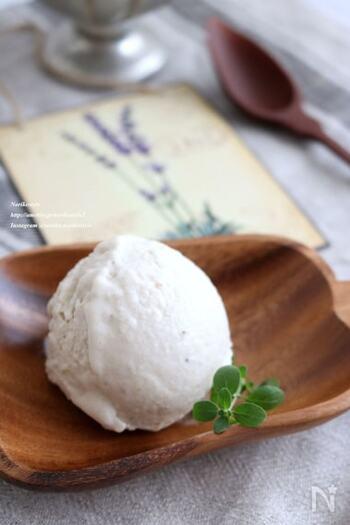 ココナッツの甘い香りを楽しめる、南国風のアイスです。材料は4つだけで、短時間で作れるのがGood!ココナッツ好きの方は、冷凍庫に常備しておきたくなりますよ。