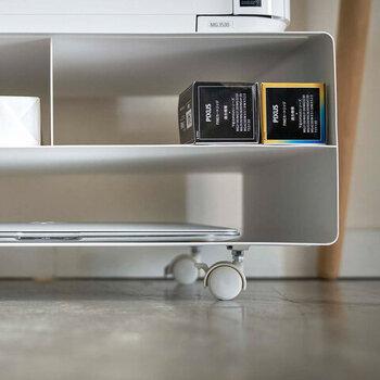 すっきり心地いいリラックス空間に!「床に物を置かない」収納アイディア