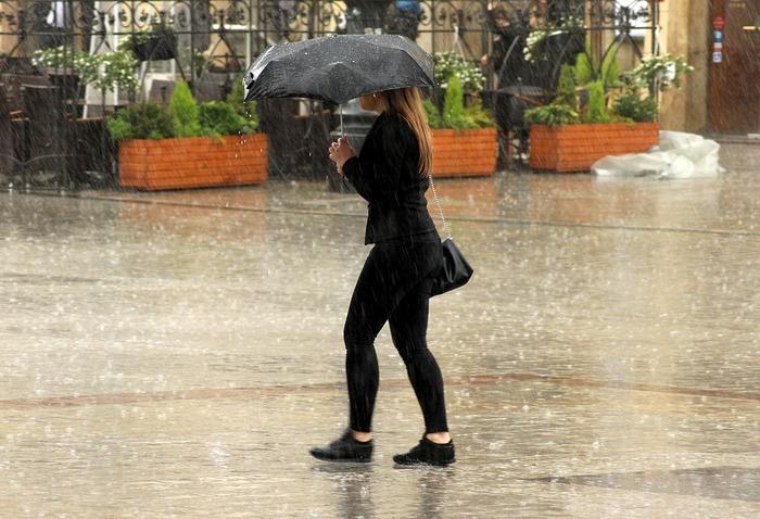 台風やゲリラ豪雨に負けない!雨風に強いおすすめレイングッズ《10選》