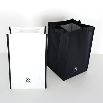 100均のキャンドゥのストレージバッグ。白と黒のモノトーンカラーがシンプルでスタイリッシュ。