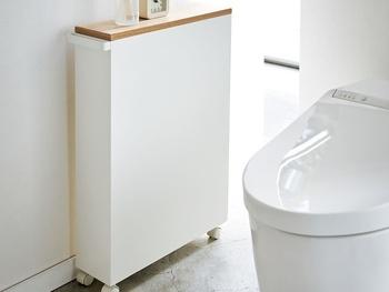 キャスター付きなのでお掃除もラクラク。普段は表側にしていつでも収納物が取れる状態にしておいて、お客さんが来るときは裏にして収納物を隠すとすっきりします。