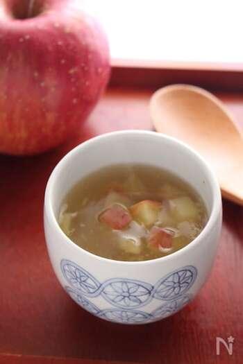 葛粉のとろみはスイーツでも大活躍。こちらは、温かいスイーツの葛湯です。りんごときび砂糖の優しい甘みに、生姜も入っています。寒い季節だけでなく、冷房で身体が冷えがちな夏にも重宝しそうですね♪