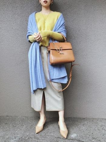 冬でも明るくまとめられるスプリングさん。イエロー×水色でやわらかい雰囲気にまとめています。鞄と靴の色味もGOOD♪